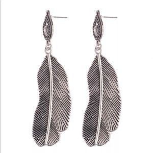 ✨Boho Antique Style Feather Charm Earrings✨
